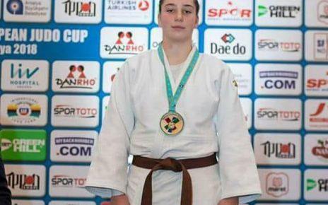 Alte trei medalii pentru  sportivele de la SCM Deva la naționale 3