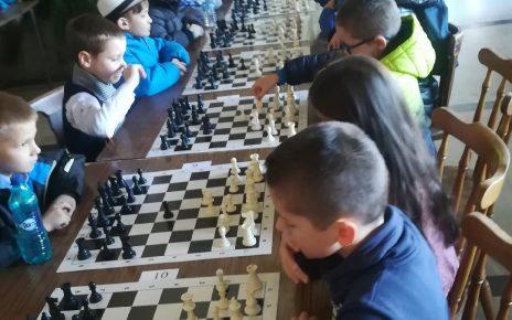 Participare numeroasă la Cupa 1 Decembrie la şah de la Deva 1