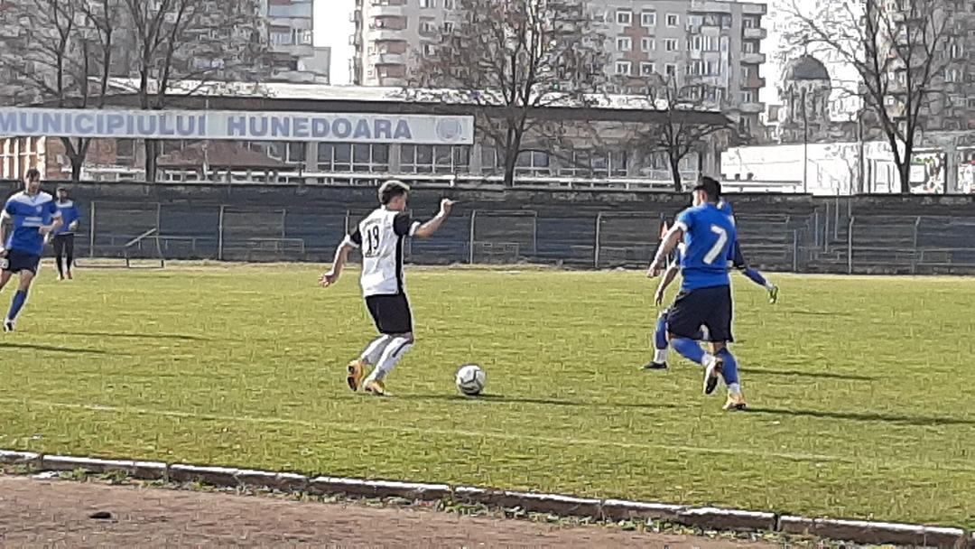 Set de tenis la Hunedoara 1